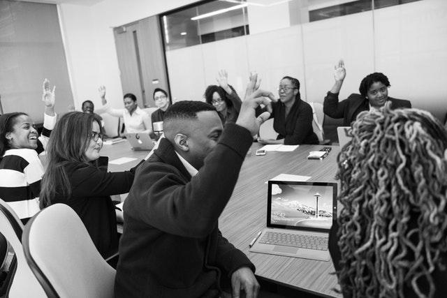 English teacher ask questions - MELHORES PODCASTS DA SEMANA #021