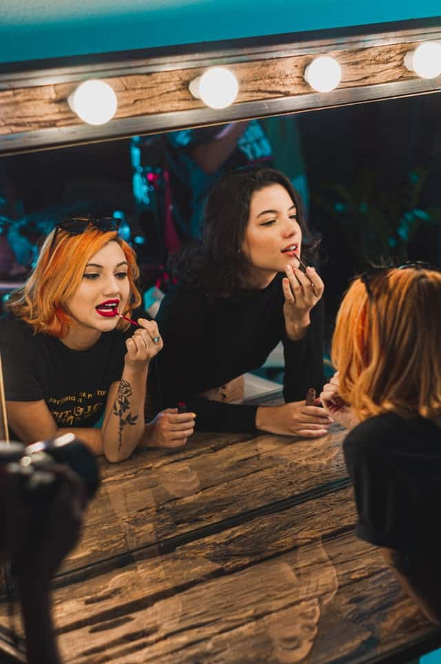 pretty English vocabulary women makeup